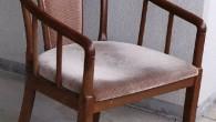 肘付き椅子はツートン張りになりました、イタリースツールはウエービングテープも取り替えして、 生地もモケット張りにして上品な高級な感じがします。