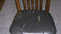 現状が革張りでしたので革張りで張替えました。木部はしっかりとした楢材で、椅子のガタツキ等もないようですが、中のウレタンも交換、新調、お客様のご要望もお聞きして行います。革張りですので金額は、それなりですが・・・また長く使 […]